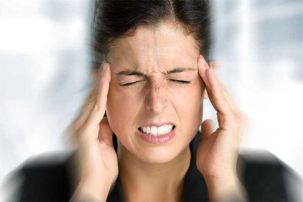 dậy sớm bị đau đầu